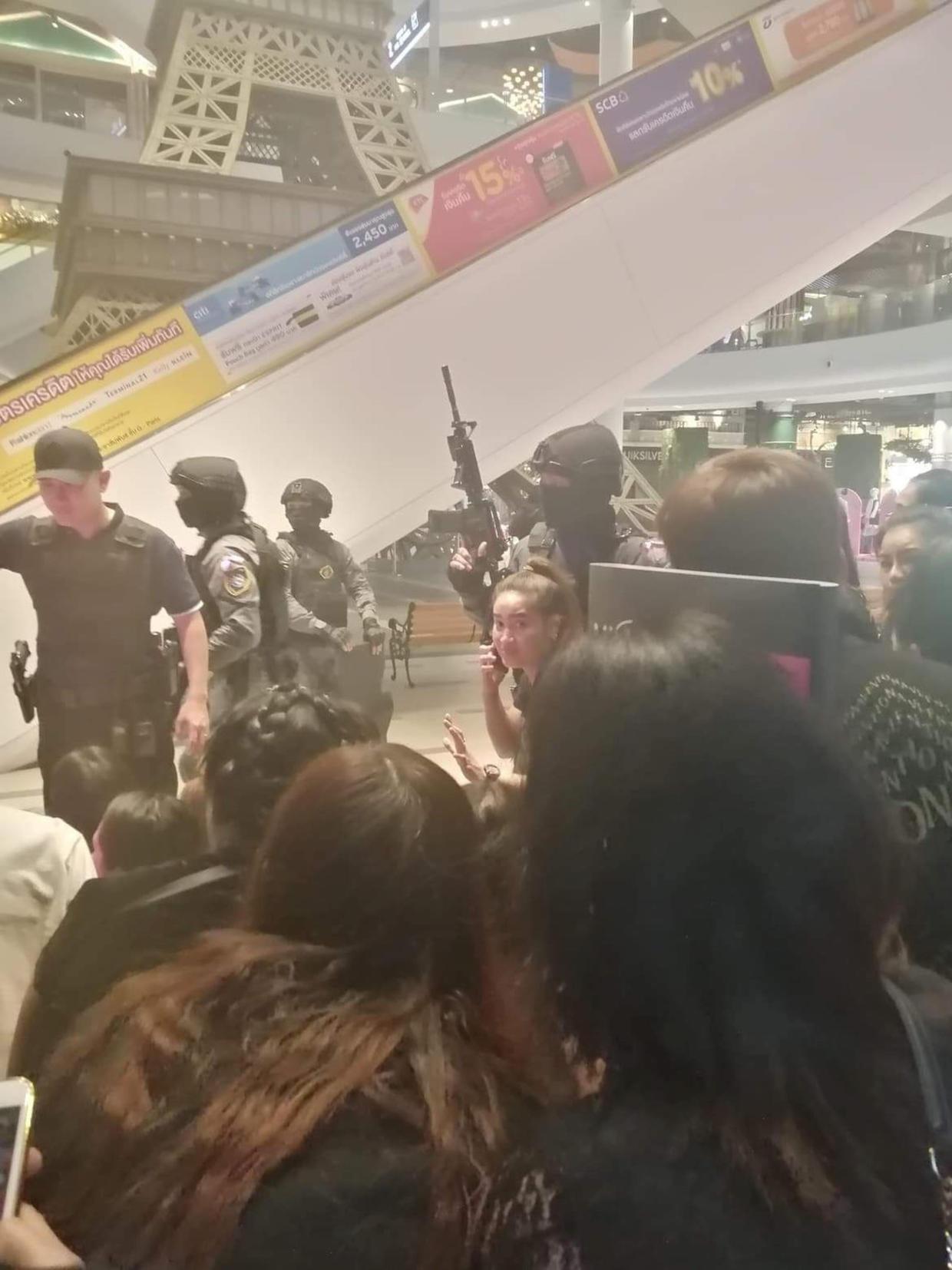 Tentara Thailand Menembak di Mall